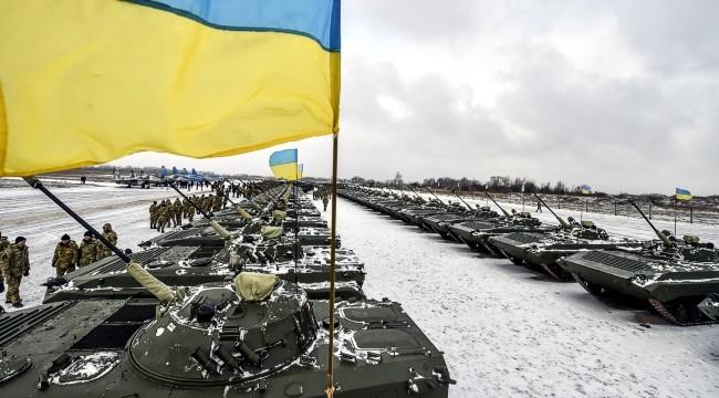 Следует ли США и ЕС вооружать украинскую армию?