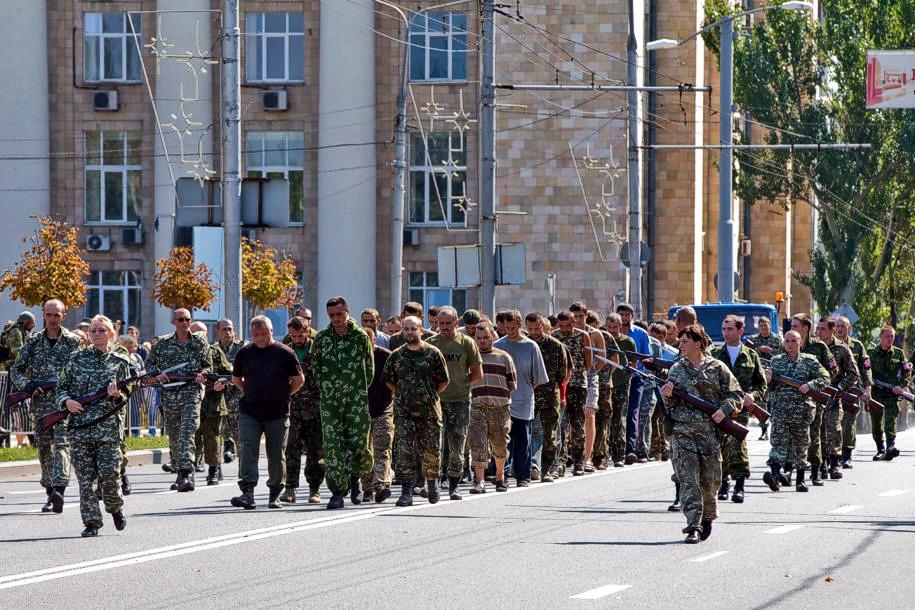 Сепаратисты заставили пленных украинских солдат пройти парадом в Донецке