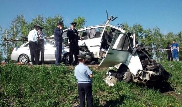 На трассе Тамбов–Пенза столкнулись микроавтобус, фура и внедорожник. Погибли 10 человек