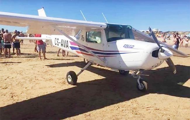 Из-за аварийной посадки самолета вПортугалии погибли отдыхающие