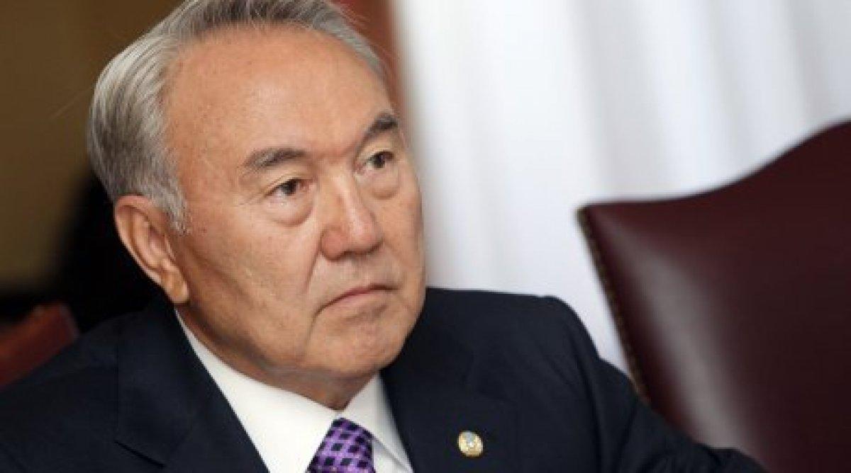 Назарбаев пообещал перевести казахский язык налатиницу до 2025-ого года