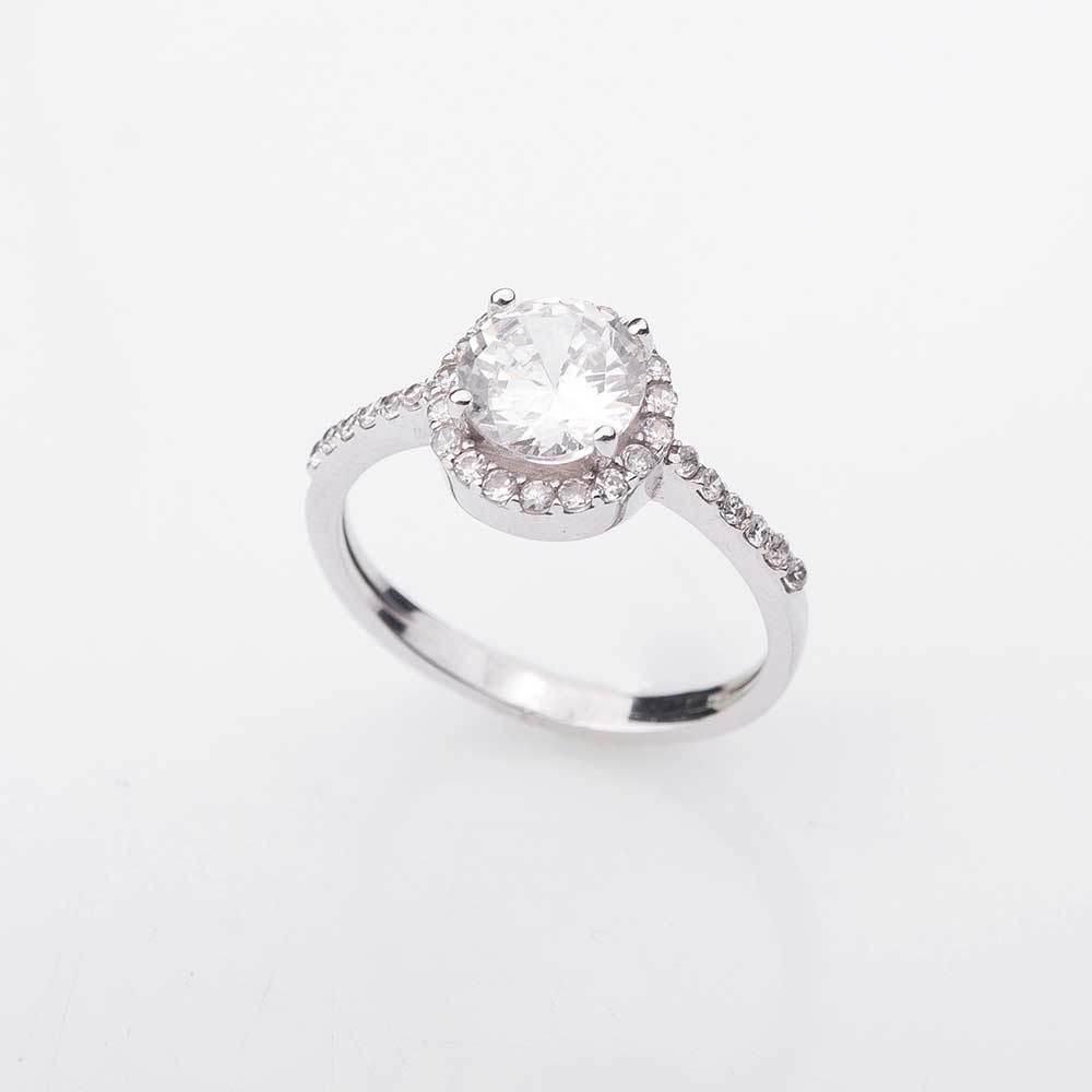 Как подобрать кольца из белого золота, чтобы не испортить образ?
