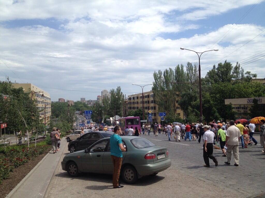 В Донецке толпа пошла громить резиденцию Ахметова