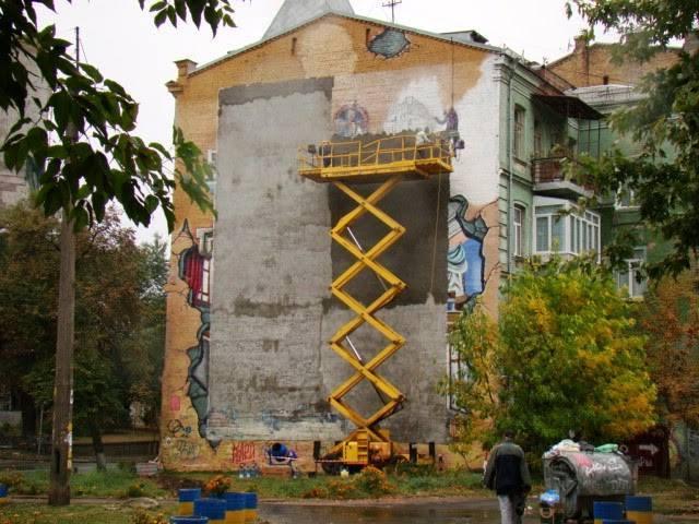 Уничтожено граффити на стене дома у начала Пейзажной аллеи