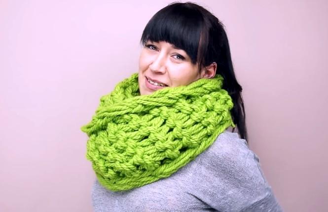Как вязать шарф на своих руках