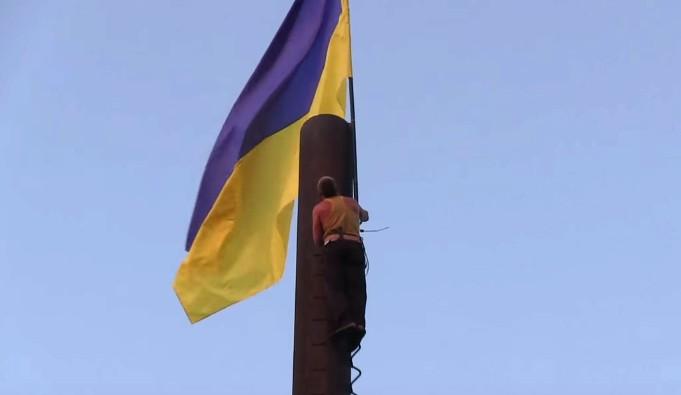 Как поступают с украинской символикой жители Донбасса