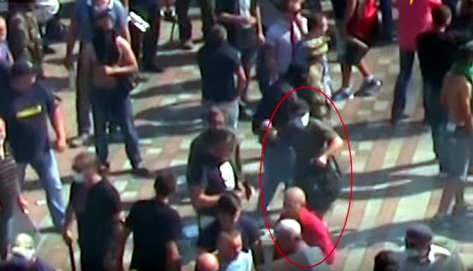 На видео зафиксирован человек, бросивший гранату в силовиков у Верховной Рады