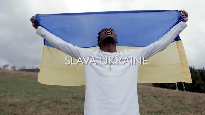Певец из Нигерии записал песню в поддержку Украины