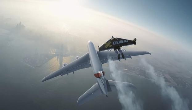 Экстремалы полетали вокруг Airbus A380 на реактивном крыле