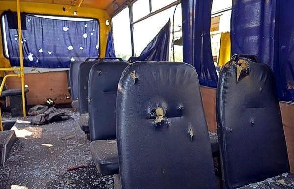 Под Волновахой боевики обстреляли пассажирский автобус: 10 погибших, 18 раненых