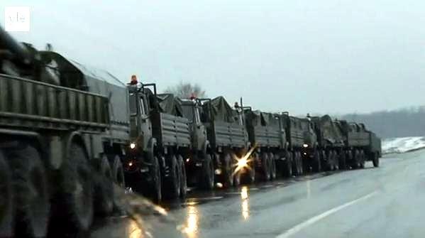 Колонна российской военной техники движется к границе Украины