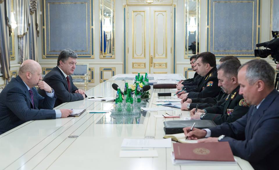 Порошенко рассказал об уничтожении трех танков боевиков