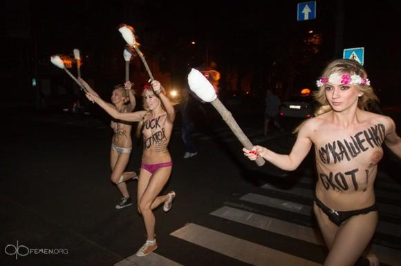 Активистки Femen устроили в Киеве ночную акцию против Лукашенко