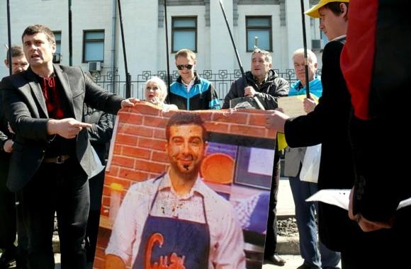 В Киеве возле посольства РФ прошла акция «АнтиУргант»