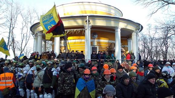 В Киеве Майдан почтил героев Крут у Аскольдовой могилы