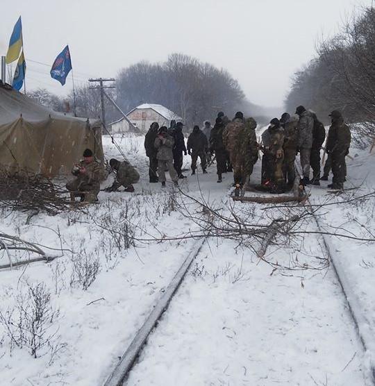 ВЛуганской области участники блокады остановили поезд— милиция