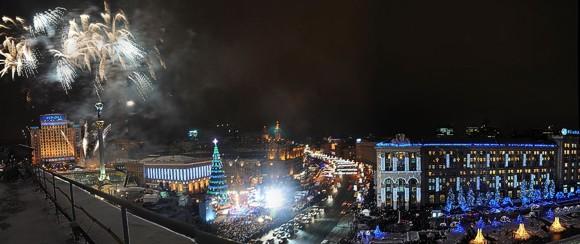 Главная елка страны зажглась новогодними огнями