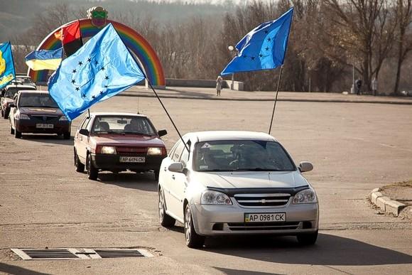 В Запорожье прошел автопробег в поддержку Евромайдана