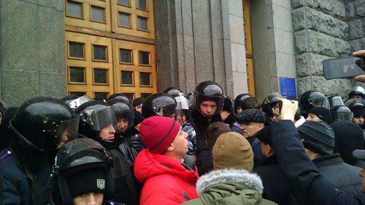В Харькове митингующие штурмовали горсовет