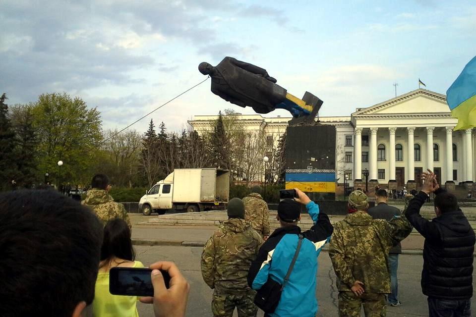 В Краматорске снесли памятник Ленину
