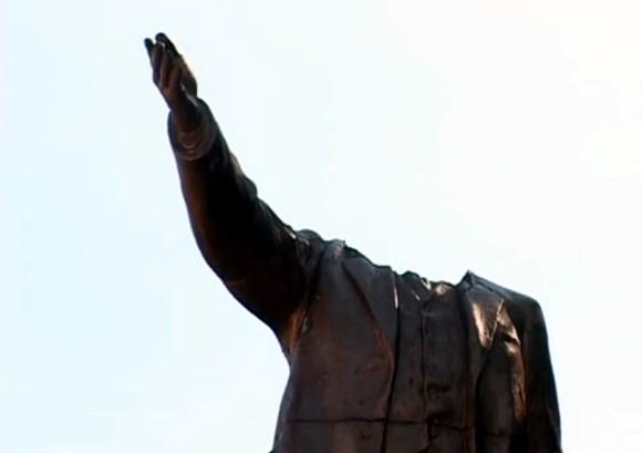 В Бердичеве обезглавили памятник Ленину
