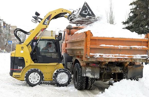 В Киеве не хватает мест для временного складирования убранного снега