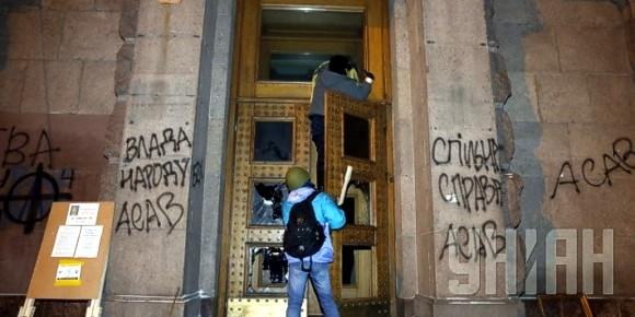 В Киеве захватили здание Минагрополитики