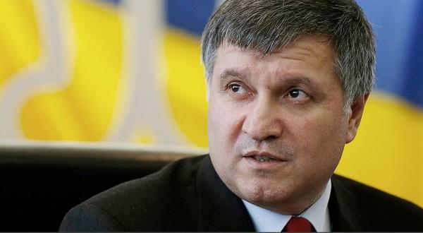 Аваков предлагает Порошенко сократить практически сотню генералов