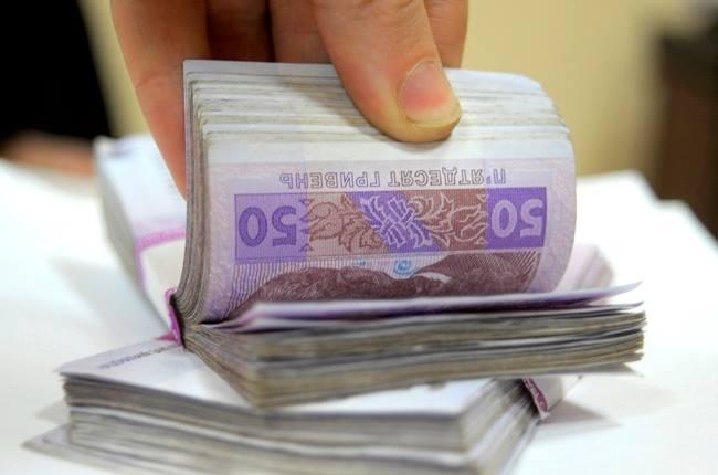 Кабмин повысил зарплату Порошенко и Гройсману