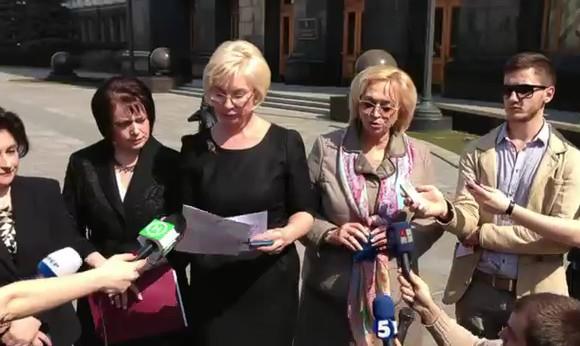 Женщины-депутаты попросили Януковича помиловать Тимошенко к Пасхе
