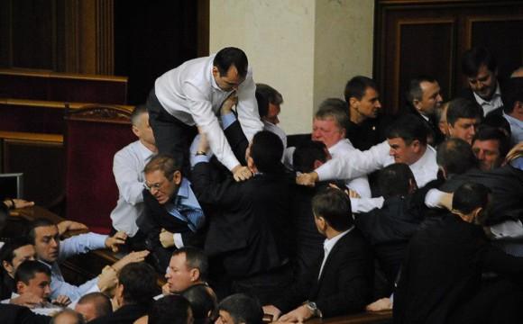 В Верховной Раде произошла массовая драка депутатов