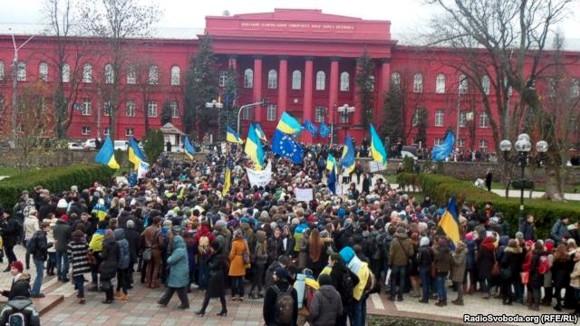 Студенты Киева проводят массовую акцию в поддержку евроинтеграции