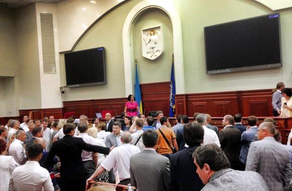 Оппозиция не дала провести заседание Киеврады: Герега закрыла сессию горсовета