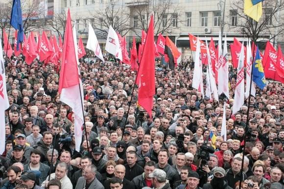 Оппозиция, не смотря на запрет, собрала тысячи сторонников на акцию «Вставай Украина!» в Харькове