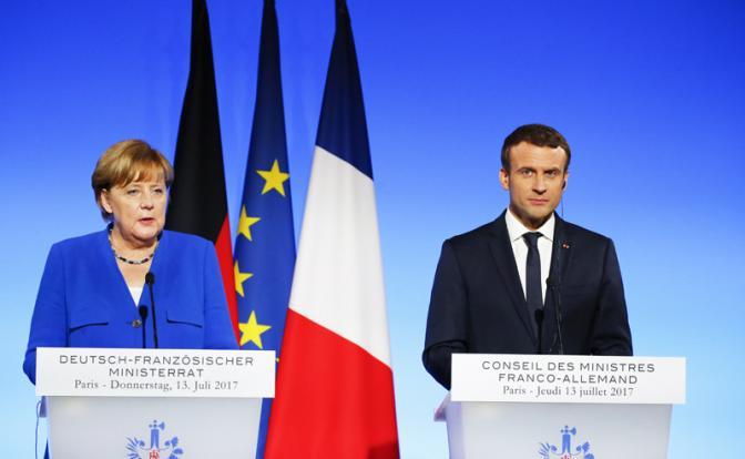 Берлин иПариж требуют немедленно ввести режим тишины вДонбассе