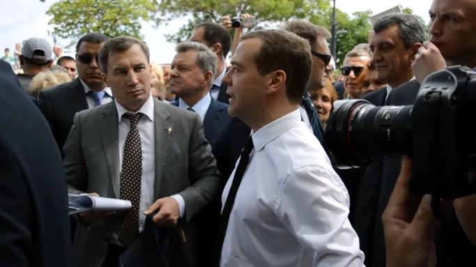 Медведев не смог утешить крымских пенсионеров