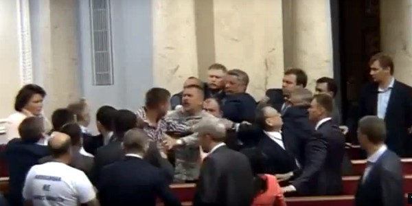 Драка в Раде: Парасюк напал на нардепа от Оппоблока