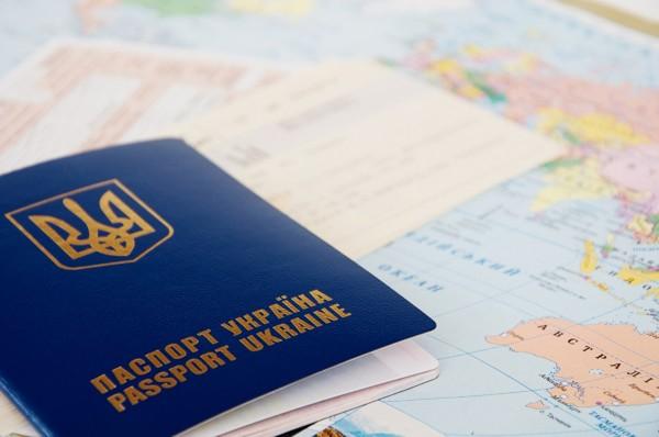 В украинских паспортах заменят русский язык на английский