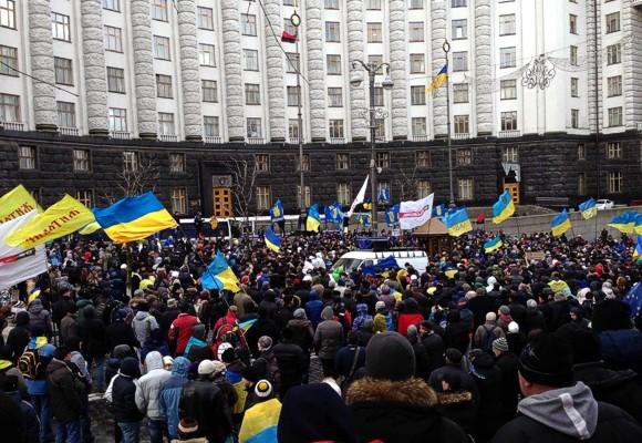 В Киеве участники всеукраинской забастовки заблокировали Кабмин