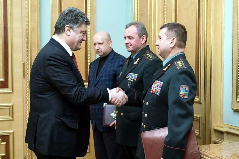 Порошенко восстановил в должности люстрированного генерала Воробьева