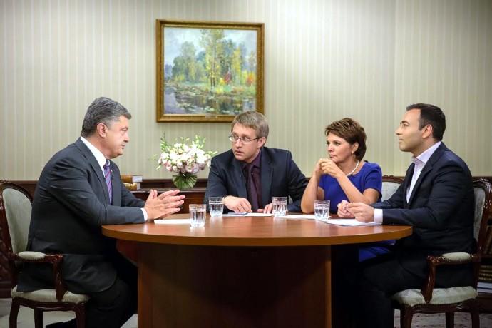 Порошенко назвал виновных в столкновениях под Верховной Радой