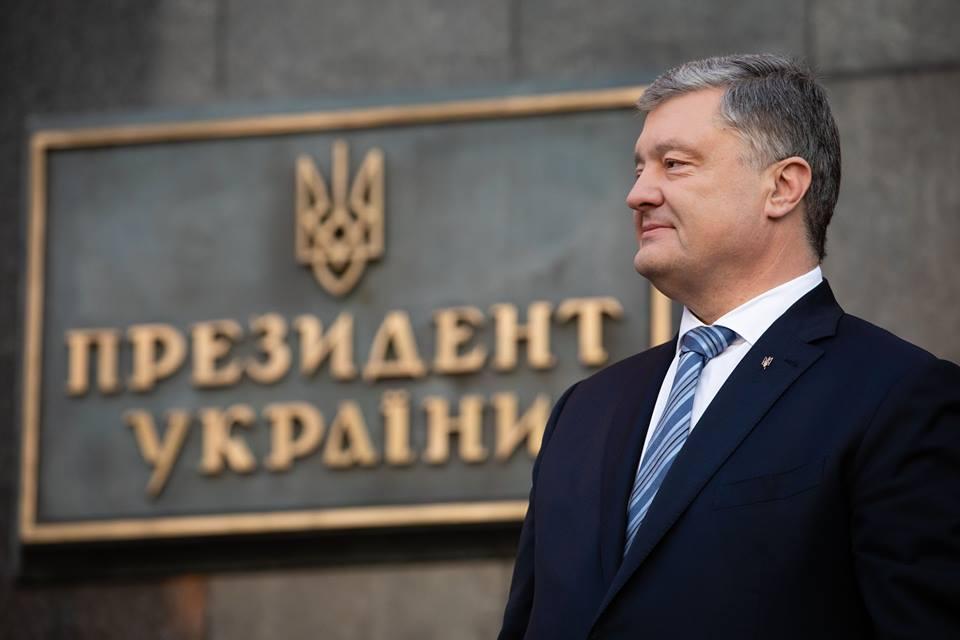 Порошенко пообещал сторонникам вернуться на Банковую