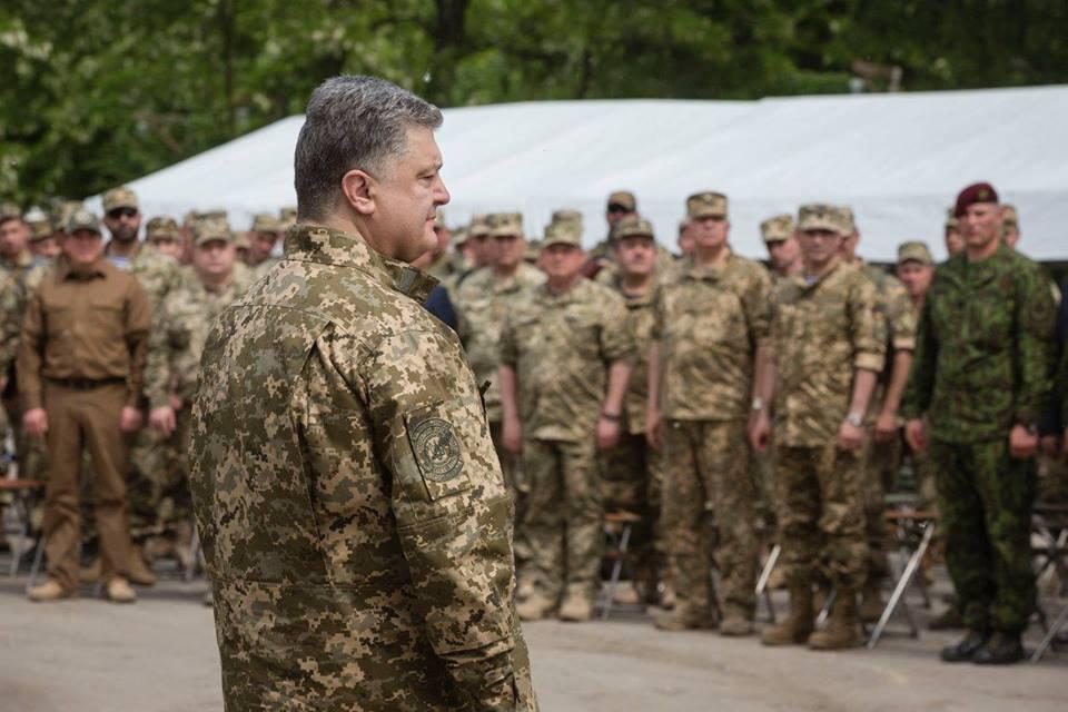 Порошенко назвал условия ввода военного положения в Украине