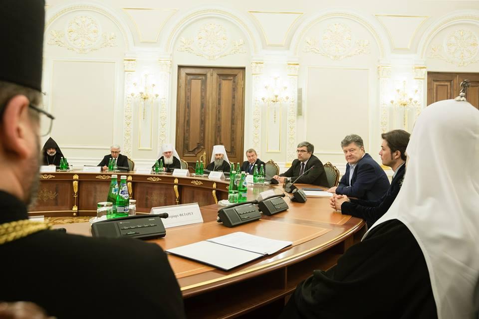 Порошенко призвал украинские православные церкви к объединению