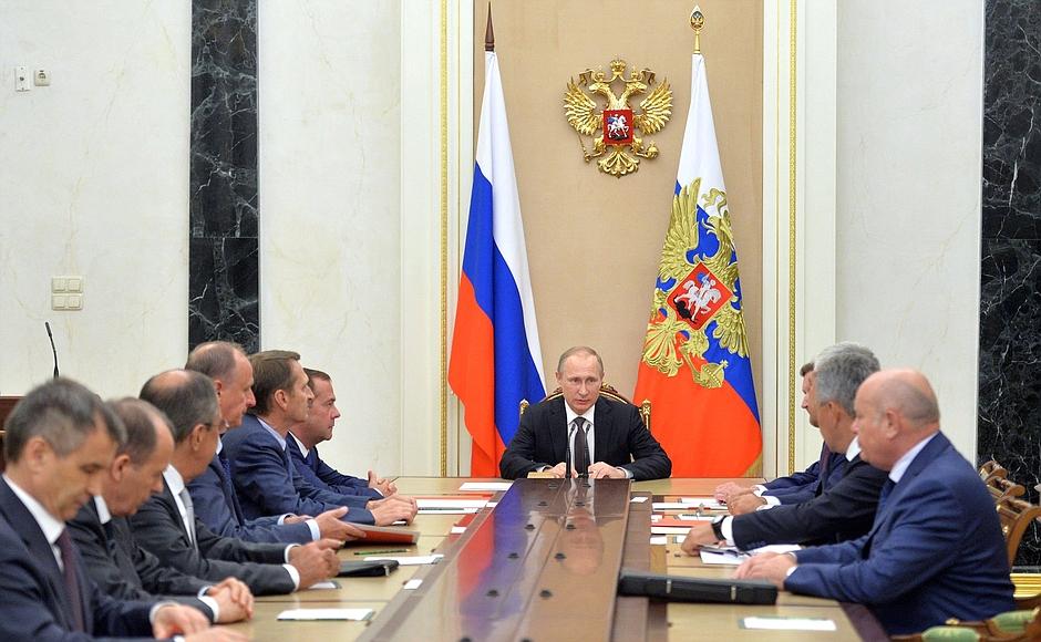 Путин обсудил сСовбезом попытку диверсий вКрыму— Полуостров под охрану