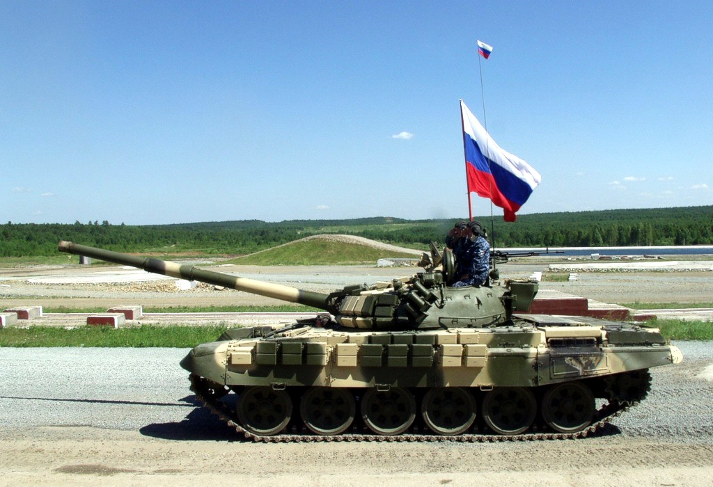 Посольство Британии решило помочь Кремлю опознать его танки в Украине