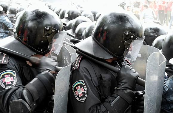 В преддверии акции оппозиции в Киев стягиваются внутренние войска
