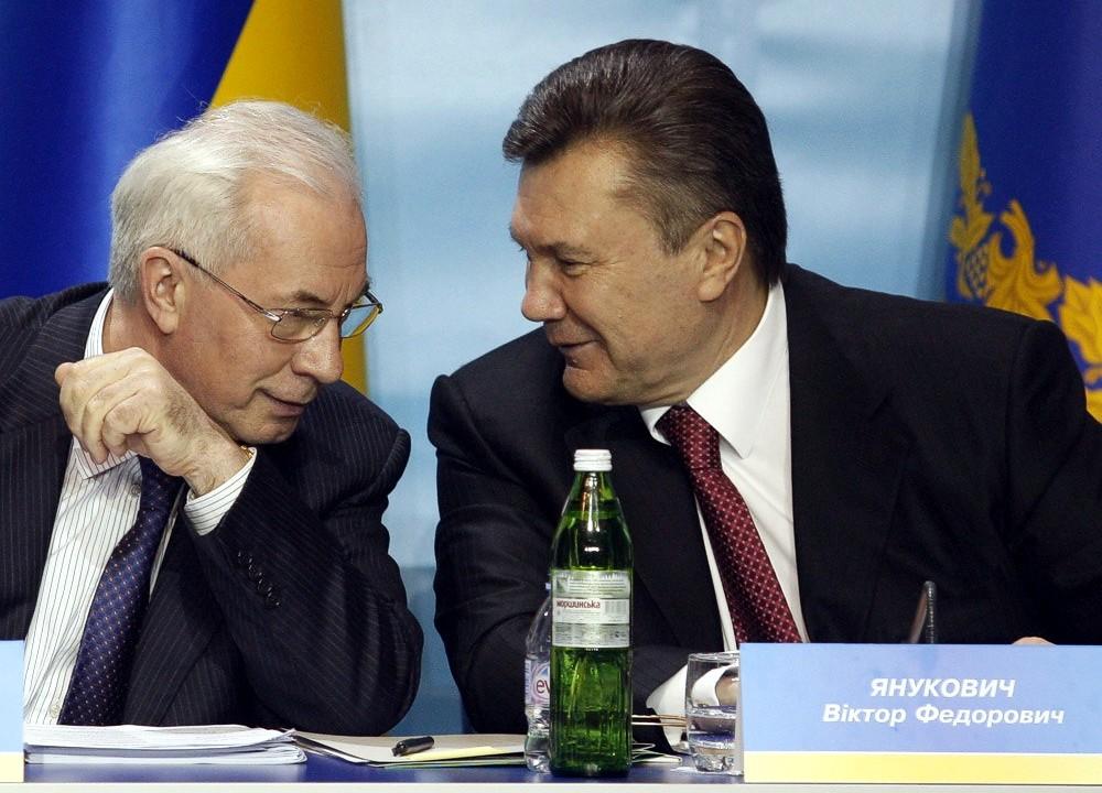 Азаров заявил, что он гражданин Украины и что не общается с Януковичем