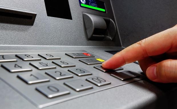 В Украине прекращает работу крупная банкоматная сеть