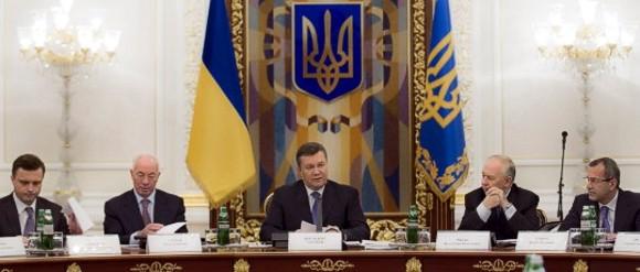 Янукович потребовал снизить цену на газ для населения